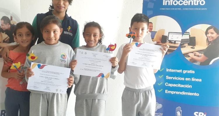 ENTREGA DE CERTIFICADOS A LOS ESTUDIANTES DE LA ESCUELA FULTON.